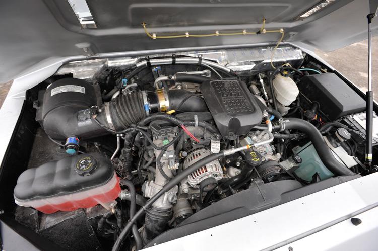 Duramax 6.6 turbodiesel, 365 hp.